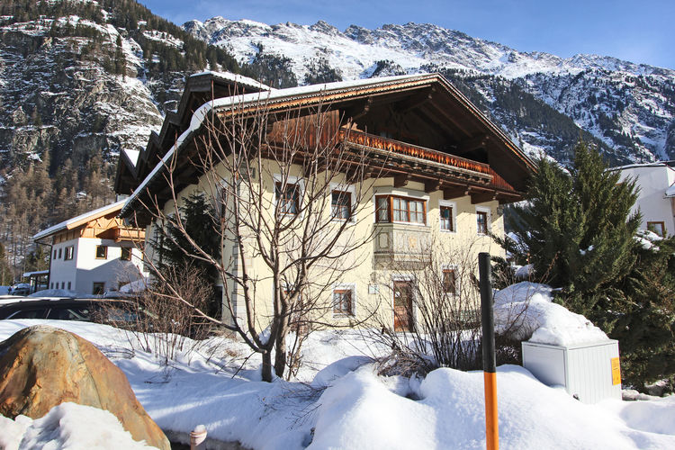 Exterior of the holiday home (winter)